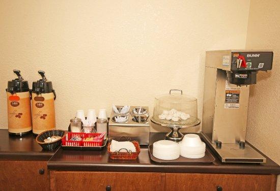 Hillsville, VA: Breakfast Area