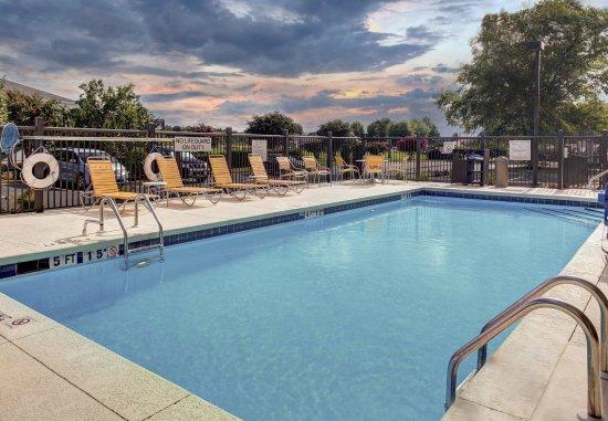 Oxford, ألاباما: Outdoor Pool