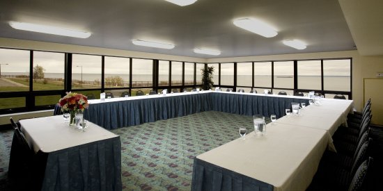Edgewater Hotel Waterpark Meetings Events Square Set Up