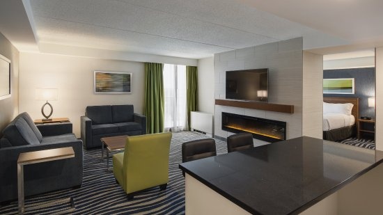 Living Room Area In Jacuzzi Suite Picture Of Holiday Inn