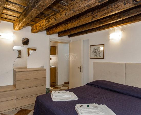 Avoid At All Costs Moldy Sheets Musty Veneziacentopercento Rooms Apartments