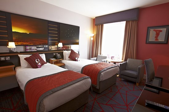 Crowne Plaza Hotel Dublin Airport: The beautiful and spacious executive twin bed