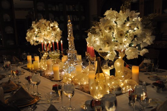 Bellevue, IA: Dressed for Dinner Midnight in Paris table setting