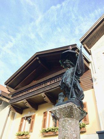 Zirl, Österreich: Im Ortszentrum