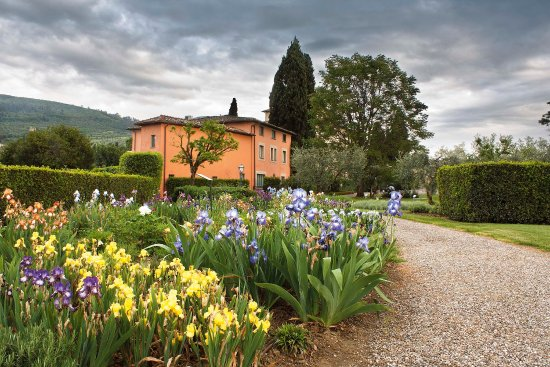 Candeli, Italie : View on the Iris Garden and Villino