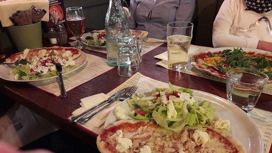 Rosso Kuopio: Pikkupitsat salaatilla