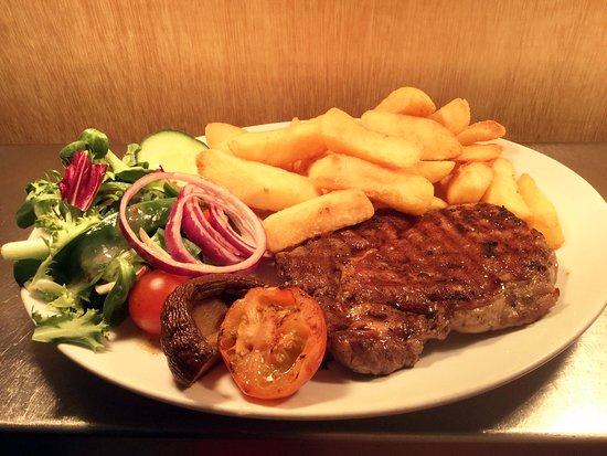 Harrietsham, UK: Rib Eye Steak and Chips