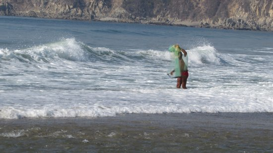 Playa La Bocana : fisherman