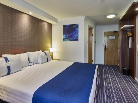 Holiday Inn Express Glenrothes: SuperKing Bed Guest Room