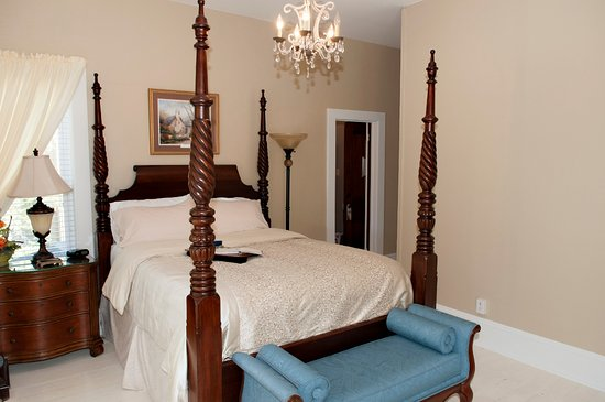 Jacksonville, IL: Serenity on State Suite