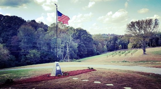 Brownsville, KY: Vineyard No. 2 and Paquin Farms Flag Memorial