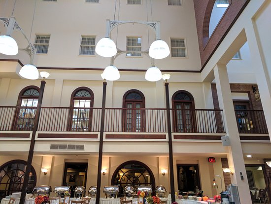 DeSoto House Hotel: Through the 2nd floor, main floor where the lobby is located, you can enter the shops on the blo