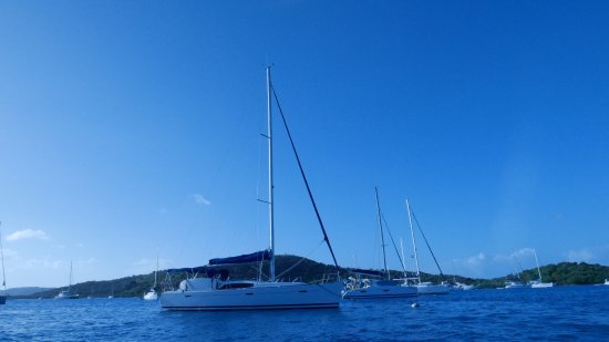 West End, Tortola: Great service! They delivered right to our charter boat and strapped in in place properly! Defin