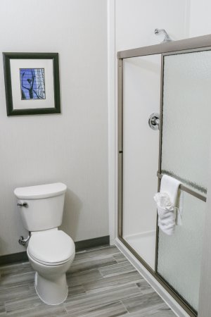 Centennial, CO: Standard king guestroom bathroom.