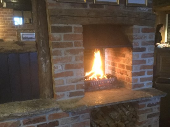 Horning, UK: Nice open fire in the dinning area
