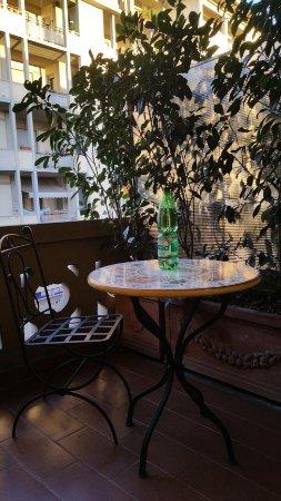 Hotel Palazzo Ognissanti : bello il balconcino con tavolino.