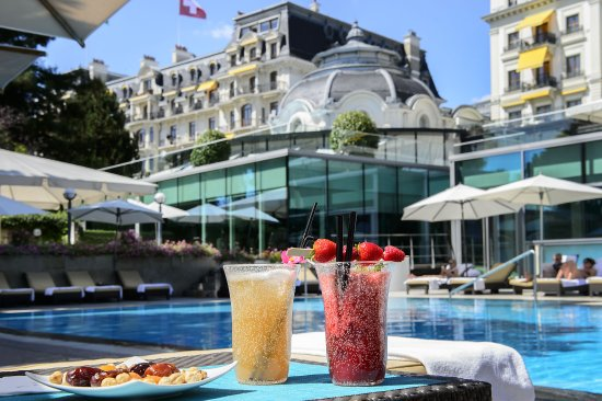 Beau-Rivage Palace: Drinks By The Pool