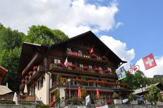 Art.Boutique.Hotel Beau-Sejour: Summer - View from the street