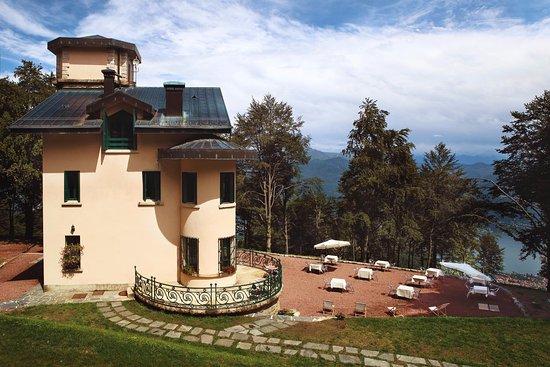 Villa Pizzini : La Villa ed il giardino vista lago