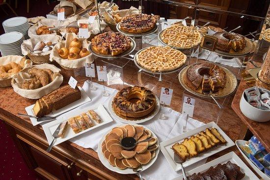 Lugano Dante Center Swiss Quality Hotel : Breakfast Buffet ,Cakes