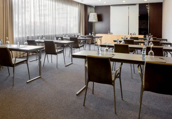 Elda, España: Forum Meeting Room    Classroom Setup