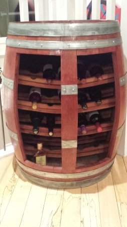 Вест-Келоуна, Канада: Great wine barrel / rack we saw on the tour!