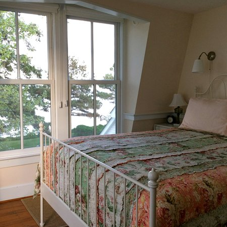 McDaniel, MD: Watch the sunrise from one of the Treetop rooms