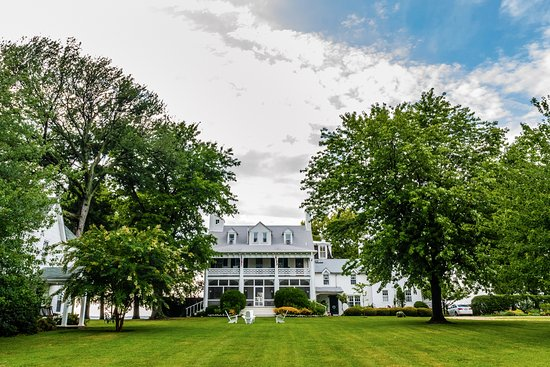 McDaniel, MD: Wades Point Inn on the Bay takes you back to simple living on an 1800's sprawling plantation