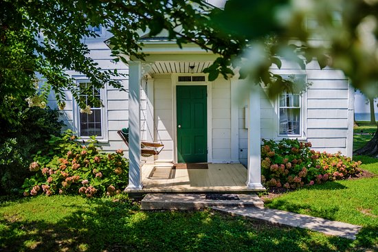 McDaniel, MD: Private Farmhouse for your family retreat