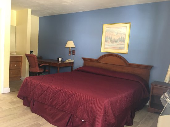 New Milford, CT: King size Room