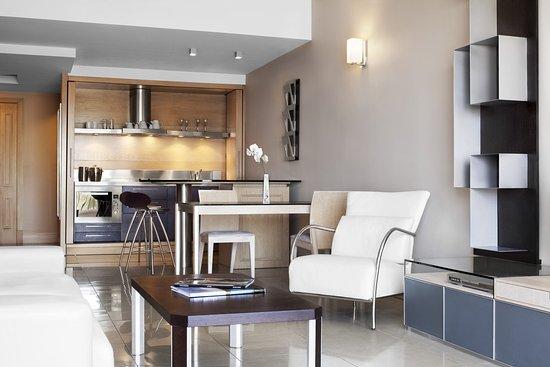 The Westin Dragonara Resort, Malta: The Dragonara Luxury Bay Suites Living Room