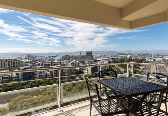 Protea Hotel by Marriott Cape Town Cape Castle: Superior Suite - Balcony