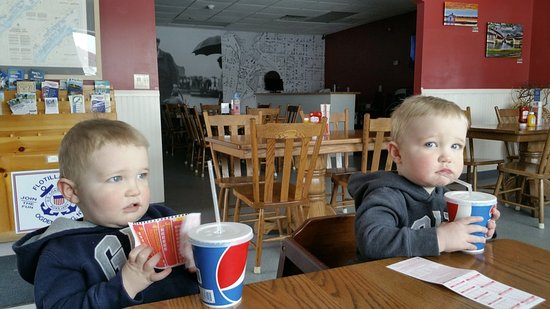 Ogdensburg, NY: Lunch for the kids