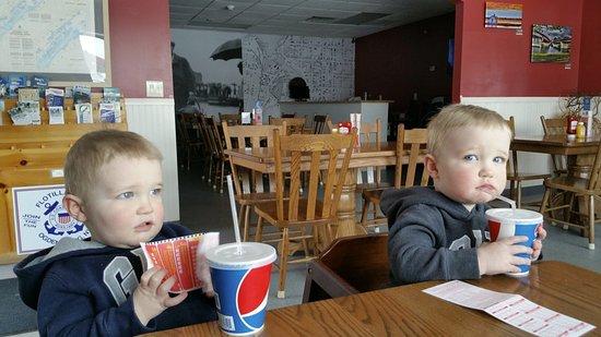 Ogdensburg, Estado de Nueva York: Lunch for the kids