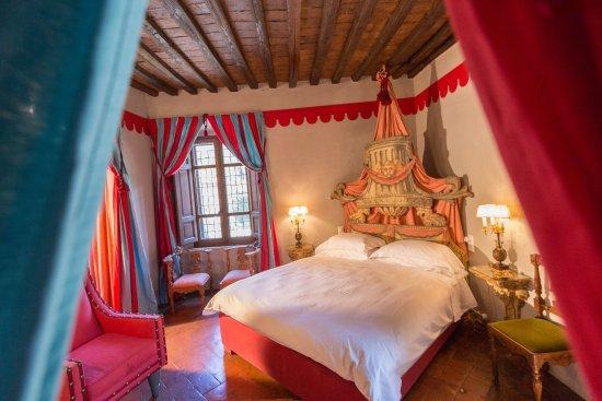 Pievescola, Italy: Paladino Room (deluxe )Papal Villa