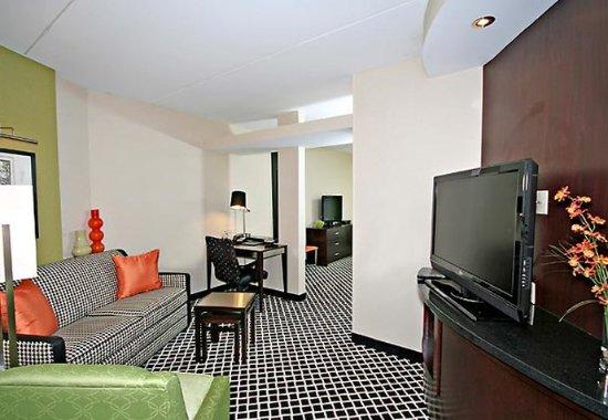 Elkin, NC: Suite Living Area