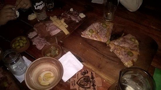Villa Giardino, Argentina: Lo que va quedando de la cena...