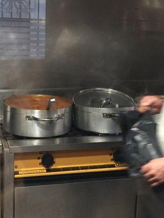 Santa Coloma de Gramenet, Spanyol: Preparando los platos del día