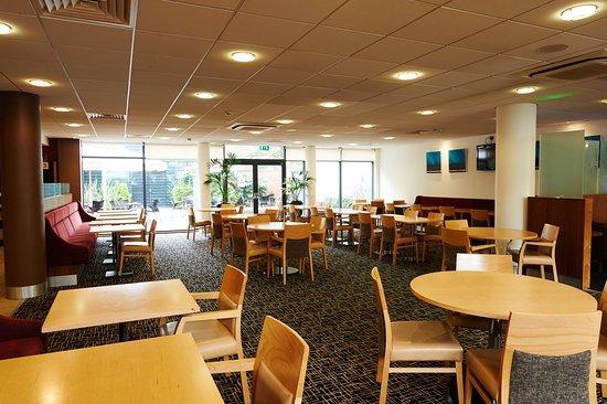Holiday Inn Express Cheltenham: Breakfast Area