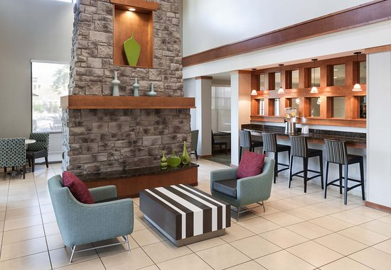 Residence Inn Phoenix North/Happy Valley: Lobby Seating Area