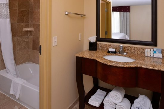 Lincoln, IL: Studio Suite Bathroom