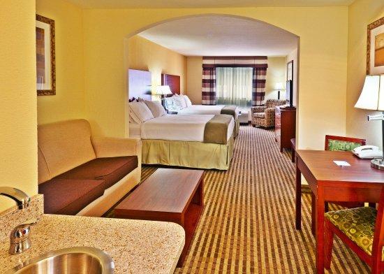 Ponca City, OK: Double Queen Suite