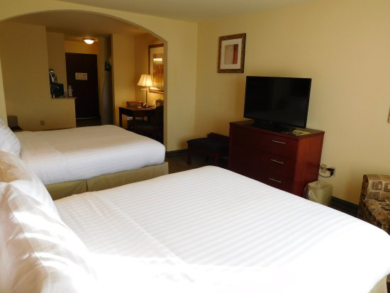 Holiday Inn Express Hotel & Suites Ponca City: Suite