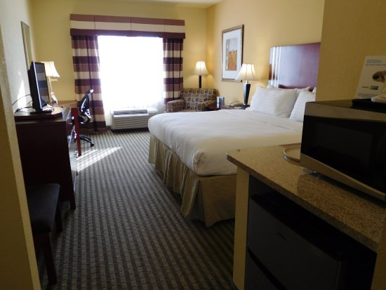 Holiday Inn Express Hotel & Suites Ponca City: Welcome to our spacious king room!