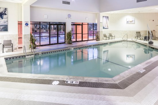 Andover, MA: Heated saltwater pool and hot tub