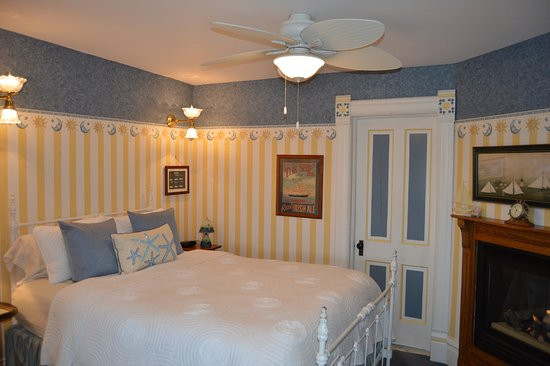 Bellevue, IA: The Carriage House Room with 2-person whirlpool tub and fireplace