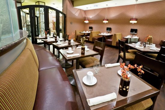 Holiday Inn Hotel & Suites McKinney - Fairview: M Restaurant is available for breakfast and dinner.