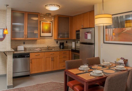 West Greenwich, โรดไอแลนด์: Two-Bedroom Suite Kitchen