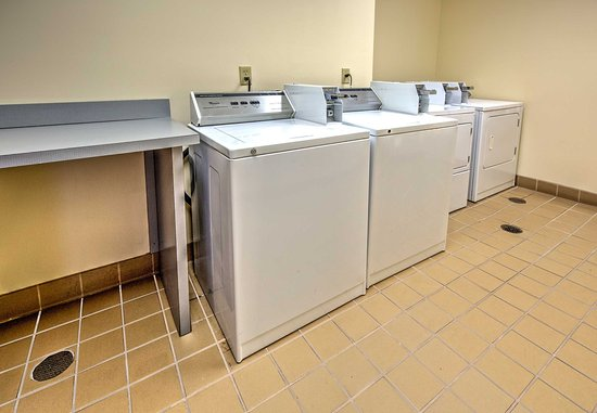 Olive Branch, MS: Guest Laundry
