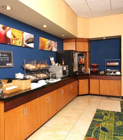 Fairfield Inn & Suites Cookeville: Breakfast Bar